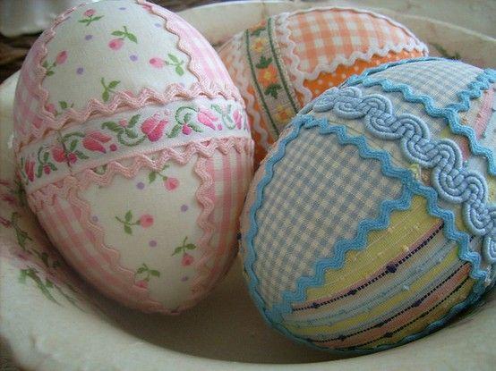 Confira uma seleção de ovinhos artesanais feitos em patchwork para enfeitar sua casa na Páscoa! - Veja mais em: http://vilamulher.com.br/artesanato/galeria-de-ideias/pascoa-artesanal-ovos-em-patchwork-e-outros-modelos-17-1-7886462-91.html?pinterest-mat: