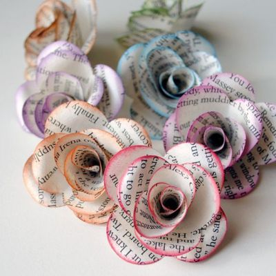 Make paper roses decorations to add an interesting twist to items including gifts and Christmas tree ornaments. To find out how to make your own paper rose, read this tutorial. Source:Etsy user photomamaregina:
