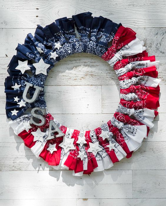 Make these 10 gorgeous yet easy patriotic wreaths that will brighten up your home, perfect for Memorial Day, 4th of July, and other patriotic holidays. - a patriotic bandana wreath!