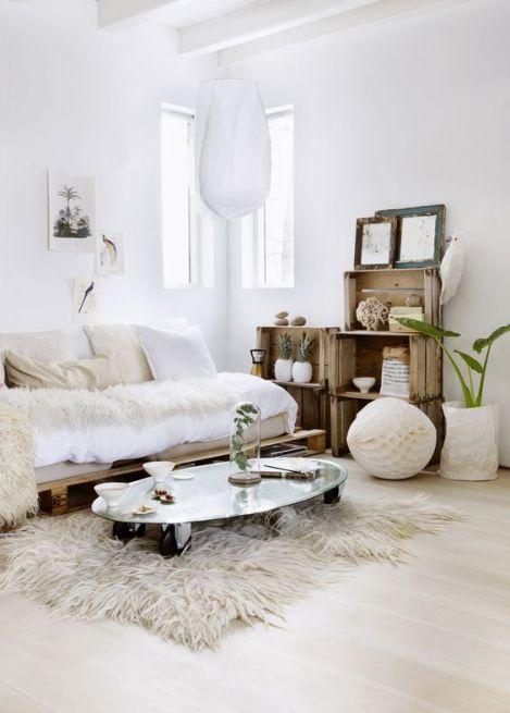 Salon canapé miroir décoration intérieure natural look barefootstyling.com:
