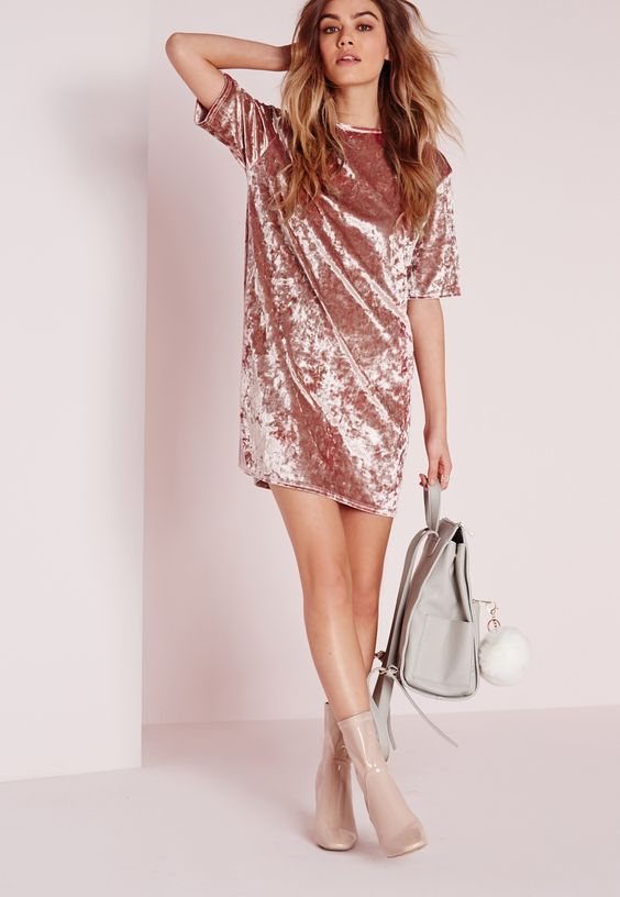 We are totally crushin' on this crushed velvet dress here at Missguided HQ right now, and who can blame us? This lust worthy piece comes in a flattering oversized T-shirt style and can be dressed up or down. Pair with some barely there heel...: