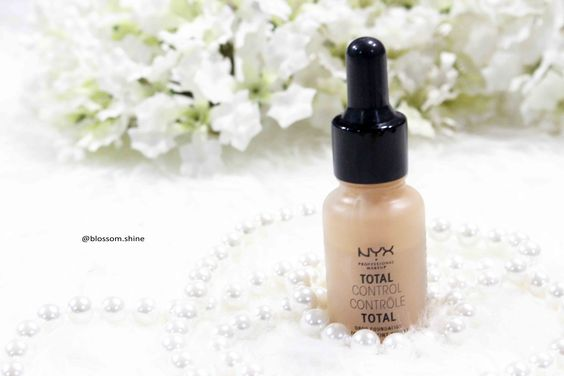 NYX Cosmetics Total Control Drop Foundation