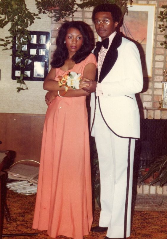 67074f493490f04b7718f27defc8f986 15 Vintage African American Prom Dress Pictures
