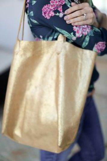 Madewell Inspired Leather Tote Bag Sewing Tutorial at http://Sewbon.com