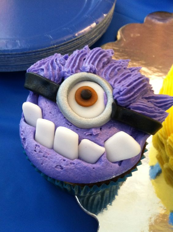 Evil Minion Cupcakes Bet I Could Do Something Close With