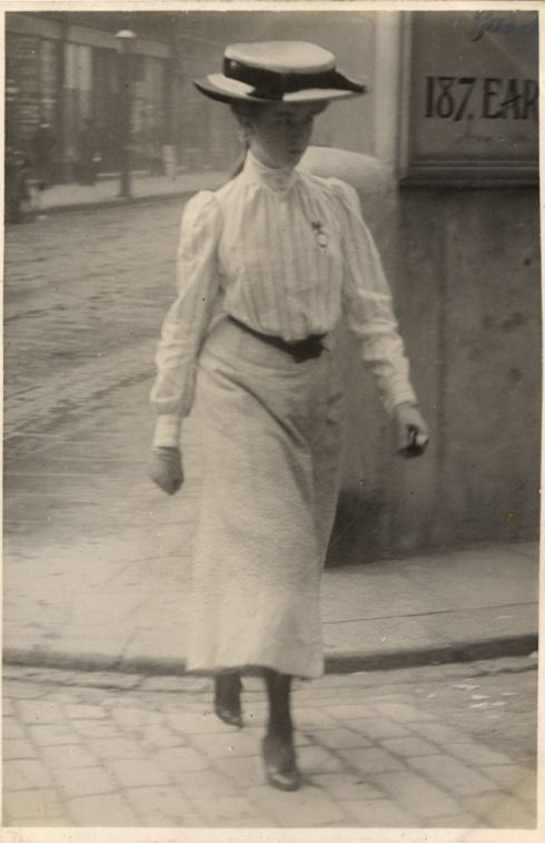 Woman walking down the street, London, c. 1900-10. Photo by Edward Linley Sambourne.: