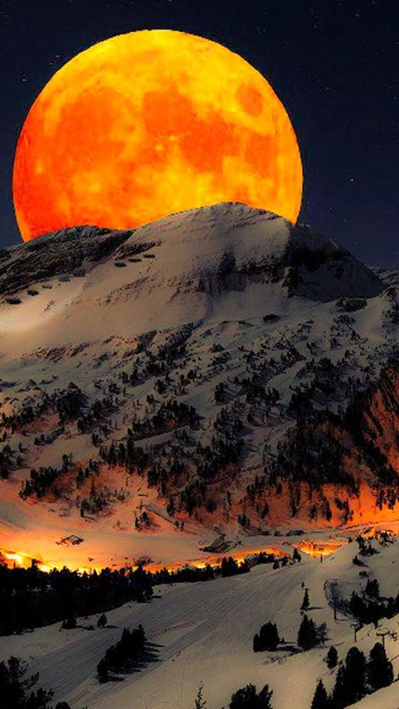 Beautiful capture of the moon: