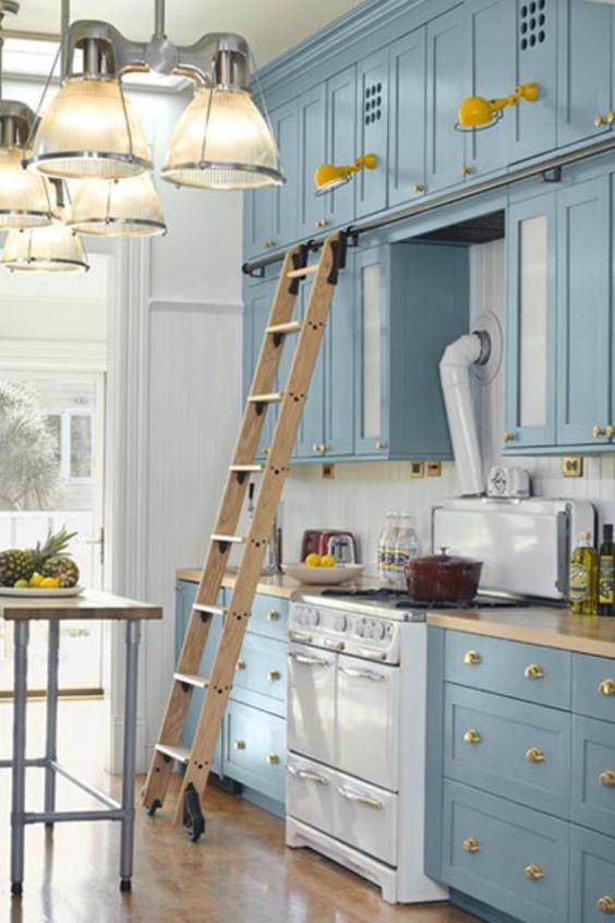 Blue huess and golden details gives it an elegant feel - kitcen design: