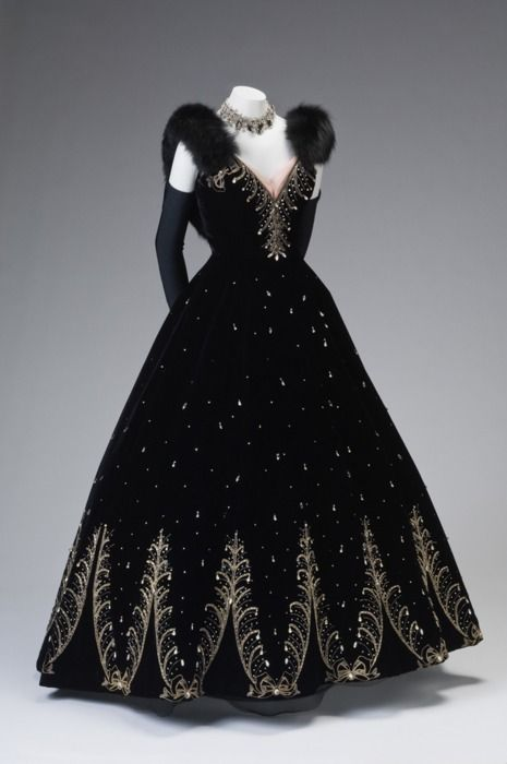 gorgeous ball gown, ca, 1950-5 ~ by Philip Hulitar ...