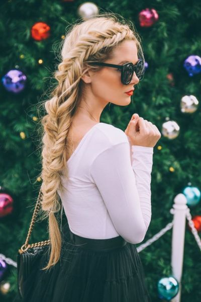 Barefoot blonde = majoorrr hair envy.:
