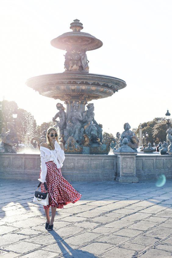Paris vibes: http://www.ohhcouture.com/2016/10/paris-update-pfw/ | Gucci skirt, J.W.Anderson bag, Mules #paris #ohhcouture #leoniehanne