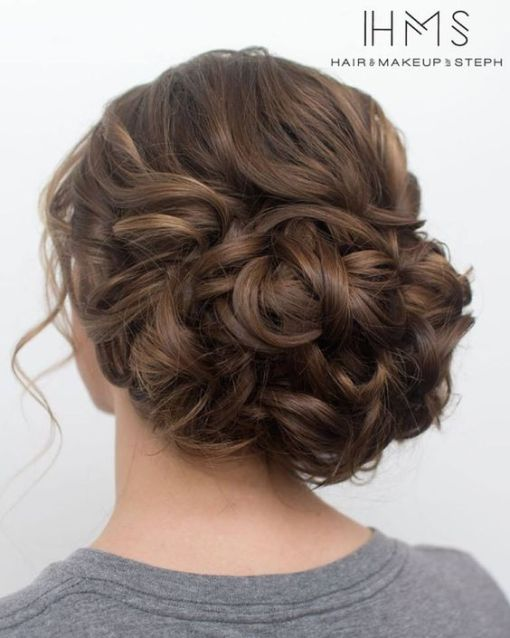 One of the most gorgeous prom hairstyles!
