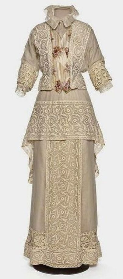 1910-1912 wedding dress perfection: