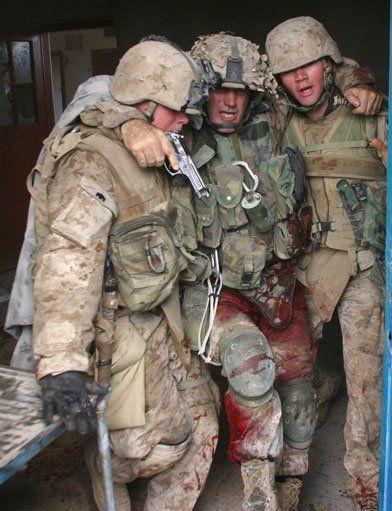 SGT Kasal, résistance héroïque au pistolet M9, Irak, 2004 (Image americanveteranscenter.org).