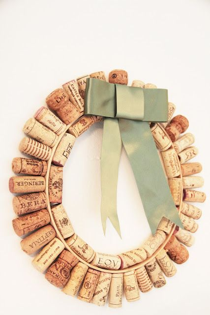 Wine Cork Wreath  Check this out @Lisa Brewer: