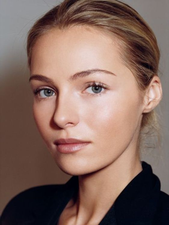 "Great natural makeup look. From ""Mother Knows Best: The Top 12 Beauty Tips We Learned From Our Moms"" Expert Advice from allure.com:"