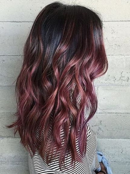 Dark roots are so cute with rose gold hairstyles!