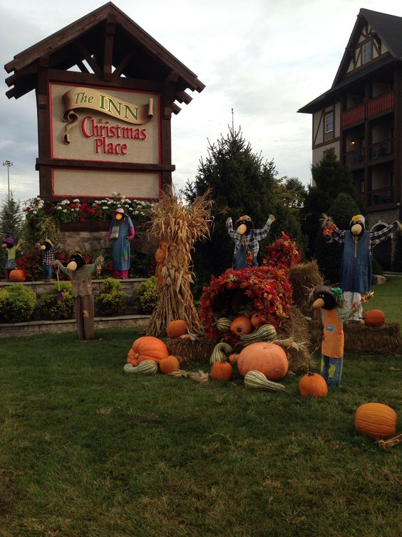 Christmas Place Inn In Pigeon Forge Tenn Great Place To Stay Terrific Decor Awesome
