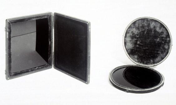 Зеркала Клода из коллекции лондонского музея науки, примерно 1750-1770 гг, Photo http://commonplace.nl/claudeglass Зеркало Клода или викторианский Instagram Поведение современных туристов…: