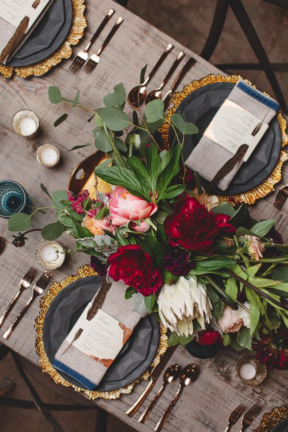 25 Beautiful and Inspiring Holiday Table Settings