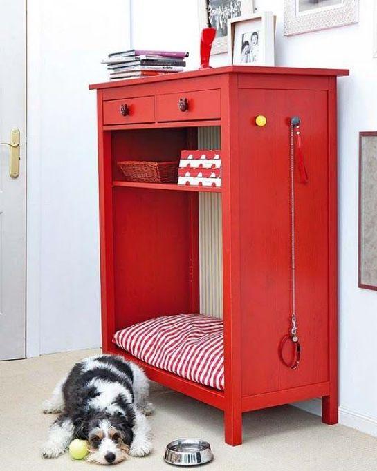 Bookcase/Dresser reshaped into a indoor dog bed!! Love!! from Casa de Colorir: faça você mesmo: