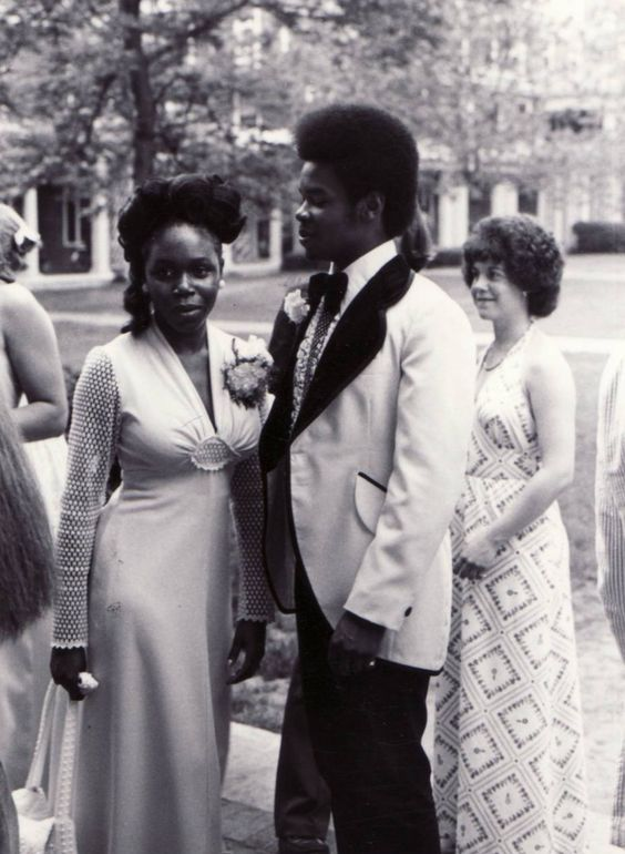 9d386fe42e329080732885f3ce612608 15 Vintage African American Prom Dress Pictures