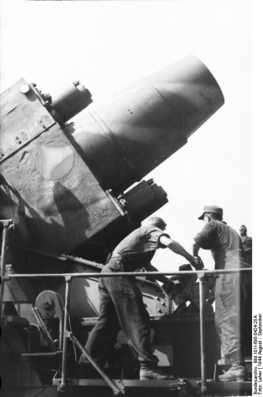"""""""Ziu"""" German 600mm caliber mortar of type """"Karl"""" used for ..."""