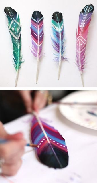 DIY painted feathers for boho wedding decor. Suggestion by http://roomdecorideas.eu/: