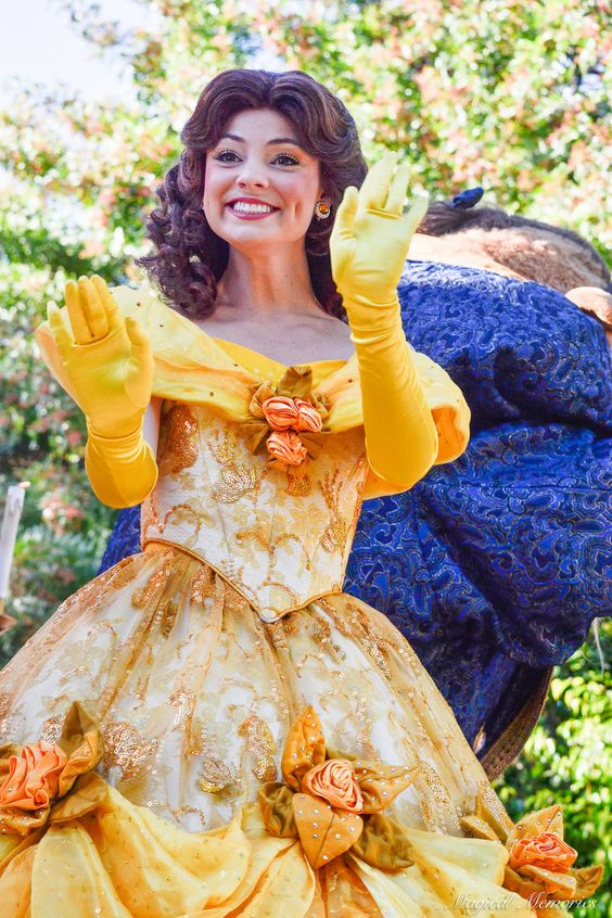 A Christmas Fantasy - Disneyland princess belle #MagicalMemoriesbyMaddy: