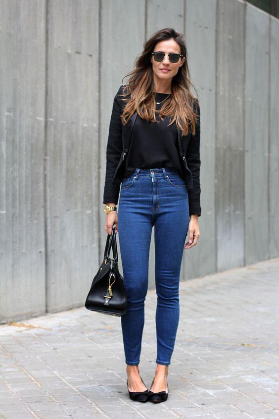 tendencia outono inverno 2017 blusa preto, blazer, calça skinny jeans, cintura alta, sapatilha.