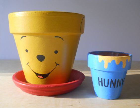 Garden Design Ideas Winnie the Pooh Hunny Pot Honey Hundred Acre Wood Paint Terracotta Pot Clay Pot DIY Cartoon Children Books Christopher Robin Winnie-the-Pooh