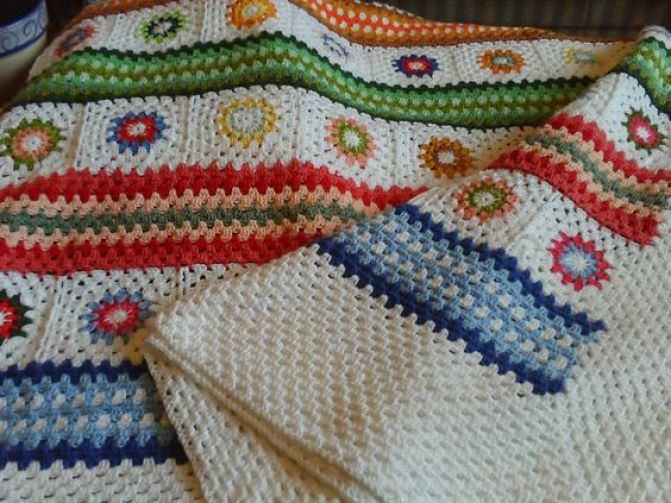 Pretty combination of granny squares & stripes: