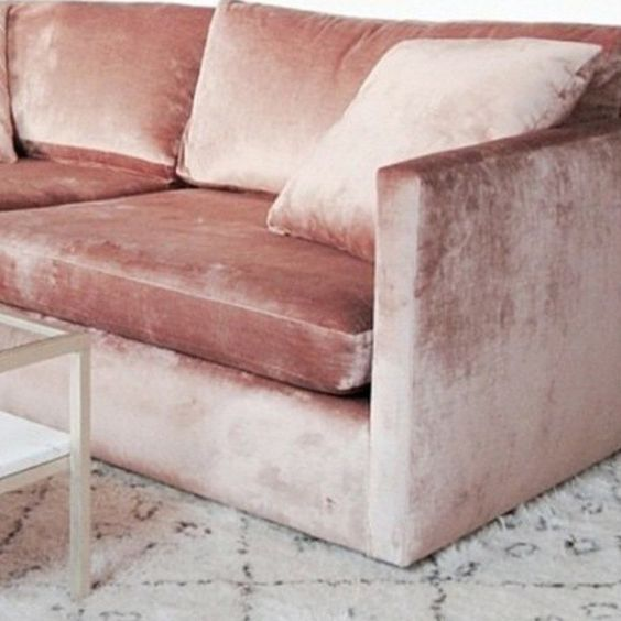 PLUSH | Rosa Samt Sofa | Luxus Dekor Ideen für Wohnzimmer Design | Feminin Stil | http://wohn-designtrend.de: