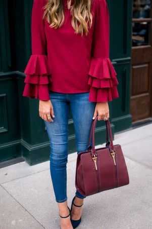 This ruffle top outfit is so cute for fall!