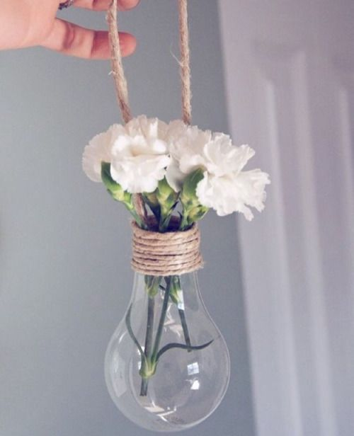 Light Bulb Vase // DIY Ideas: