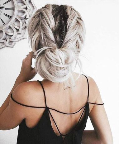 Low bun updos make such cute hairstyles for long hair!