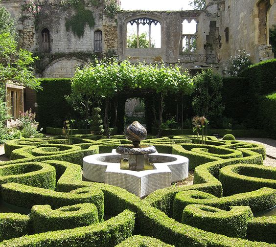 Sudeley knot garden. Credit: Tudor Times: