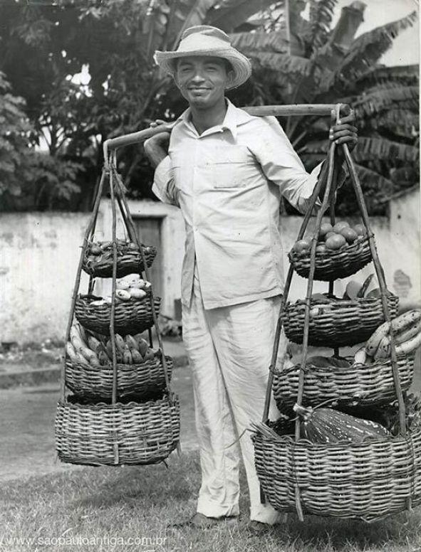 Vendedor de frutas em São Paulo (ano de 1958):