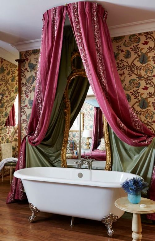 Master bathroom to The Queen Victoria Suite in Hotel Chateau Gutsch.: