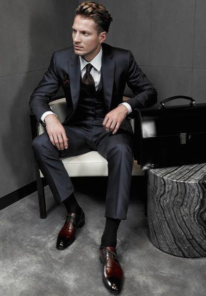 茶色の靴に合わせる靴下は何色? スーツをカッコよく着こなす名脇役 Laiter