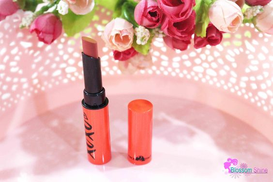 Hazelnut Latte - Matte Lipstick Face2Face