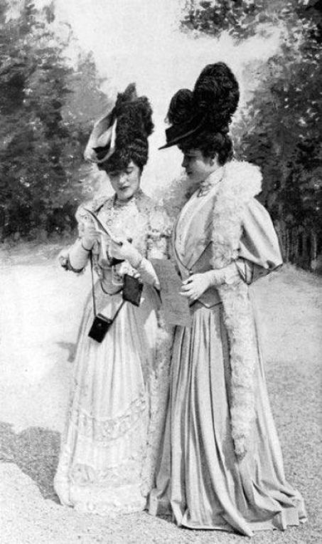 French Fashions from 1905-06 How women were so covered with the very idea of conservativeness from head to toe. (Wig to foot length dress):