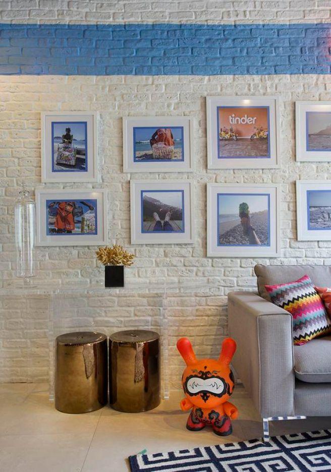 33. APARTAMENTO CARIOCA - A dupla elegeu as 12 melhores fotos postadas no Instagram com a hashtag #errejota e transformou em quadros, ao custo de 90 reais cada peça. Pintura de parede, quadros:
