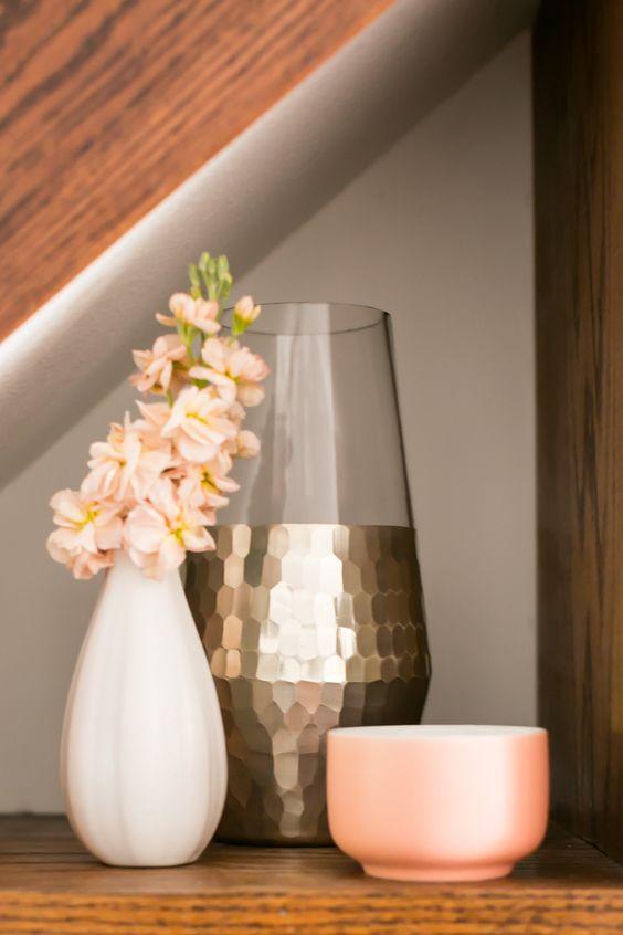 küçük oturma odası tasarım fikirleri bakır vazo