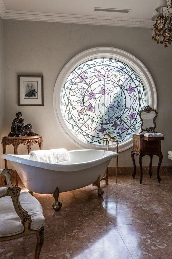 Arquitetura e decoração: o charme dos vitrais: