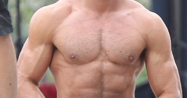 Shirtless Zac Efron Looks Super Buff on 'Baywatch' Set: Pics