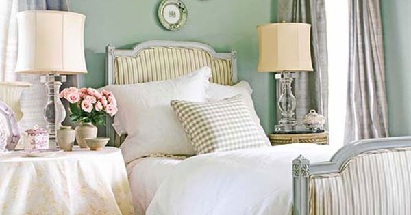 Bedroom Decorating Ideas: 10 Things To Hang Above The Bed