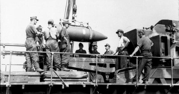 """Soldiers of 638th battery of heavy artillery load """"Ziu ..."""