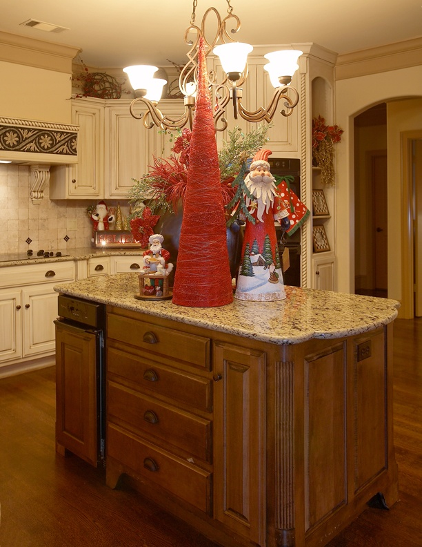 17 best images about christmas kitchens on pinterest christmas trees christmas love and on kitchen cabinets xmas decor id=82459