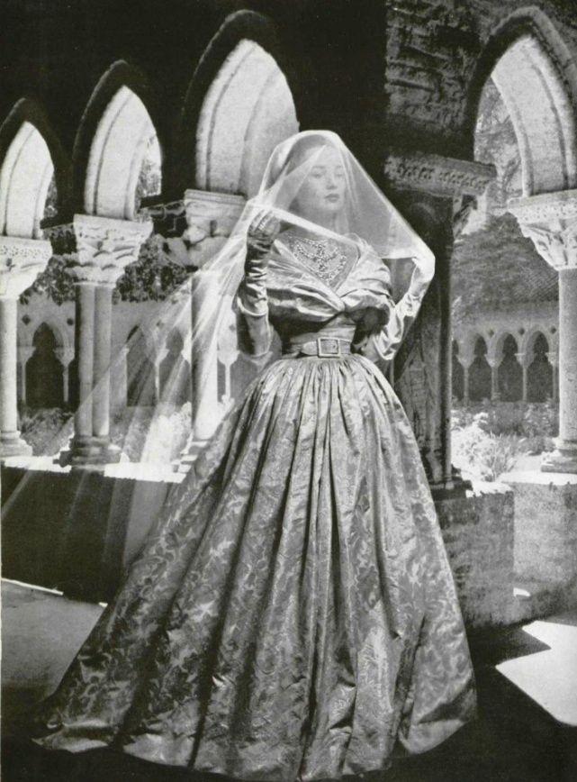 17 Best Ideas About Dior Wedding Dresses On Pinterest